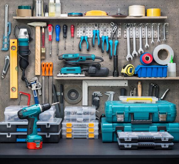 Narzędzia i akcesoria niezbędne w każdym garażu
